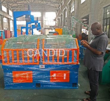 customers from Nigeria come.to inspect his ordered wire drawing machine. (1)